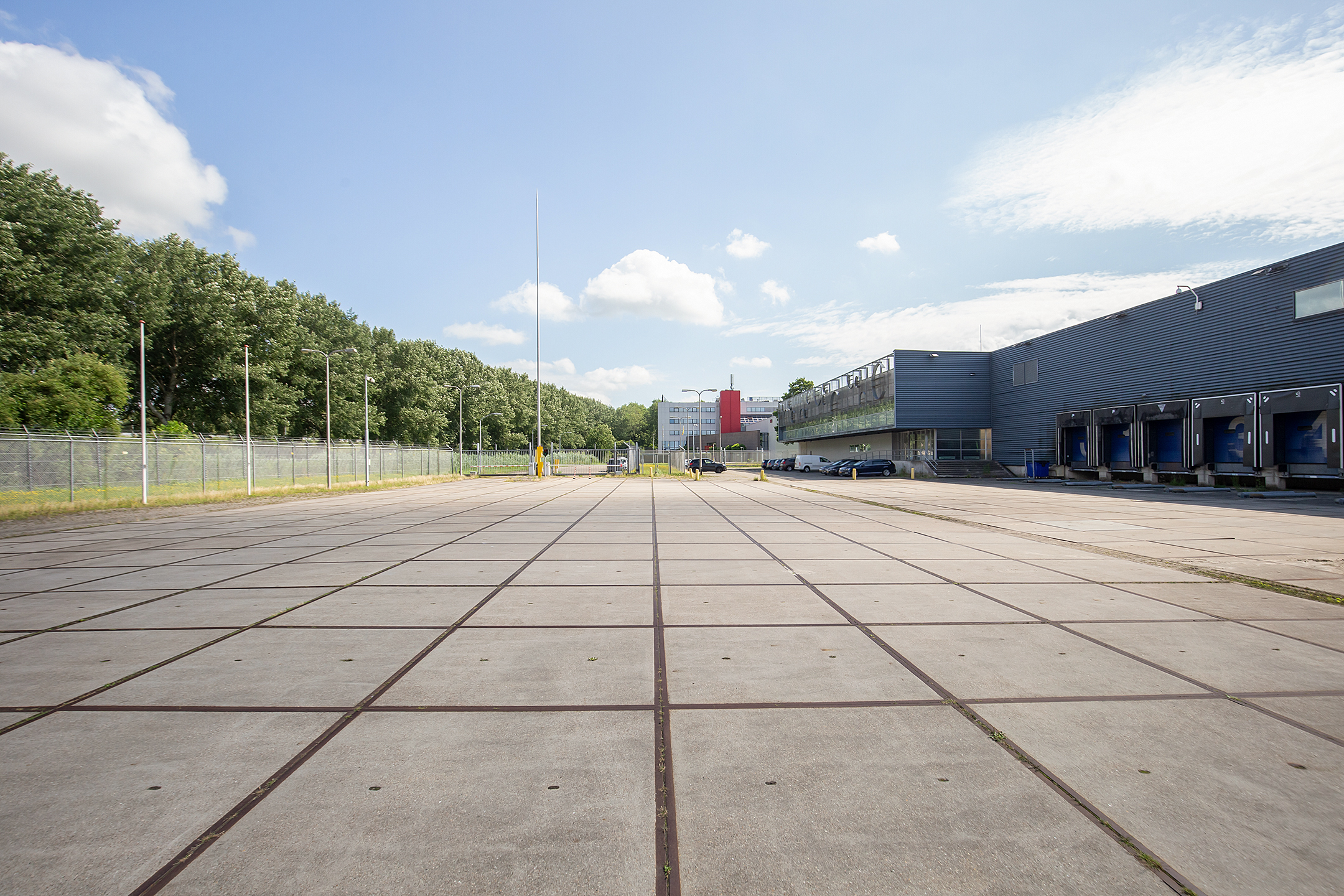 Bedrijfshal van 1.400 m² inclusief kantoor!